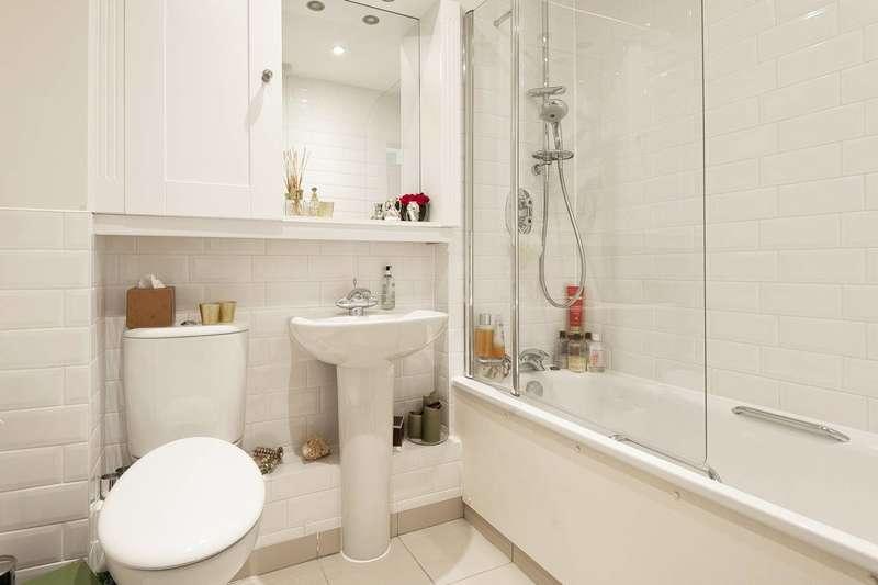 2 Bedrooms Flat for sale in York Road, East Barnet, EN5