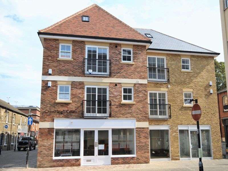 2 Bedrooms Property for sale in Crownleigh Court, Hart Street, Brentwood