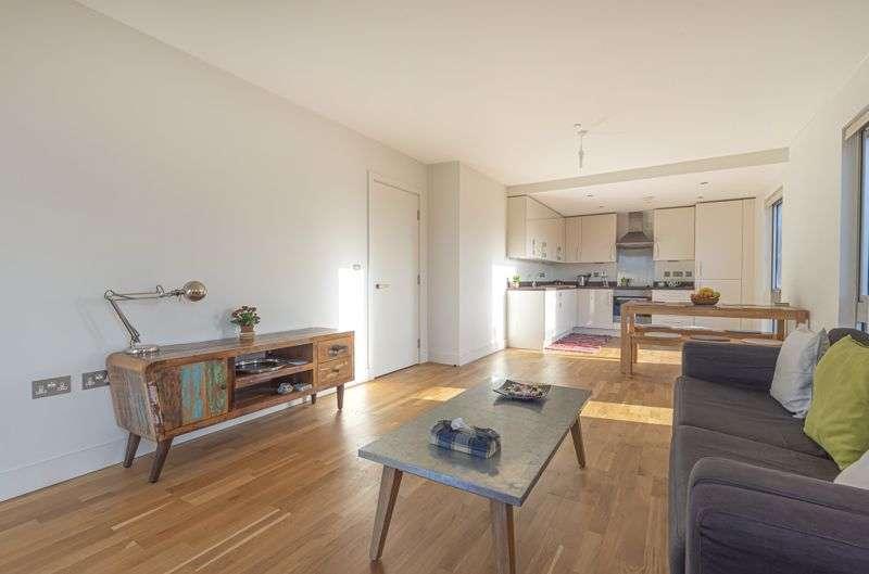 2 Bedrooms Property for sale in Love Lane, London, SE18