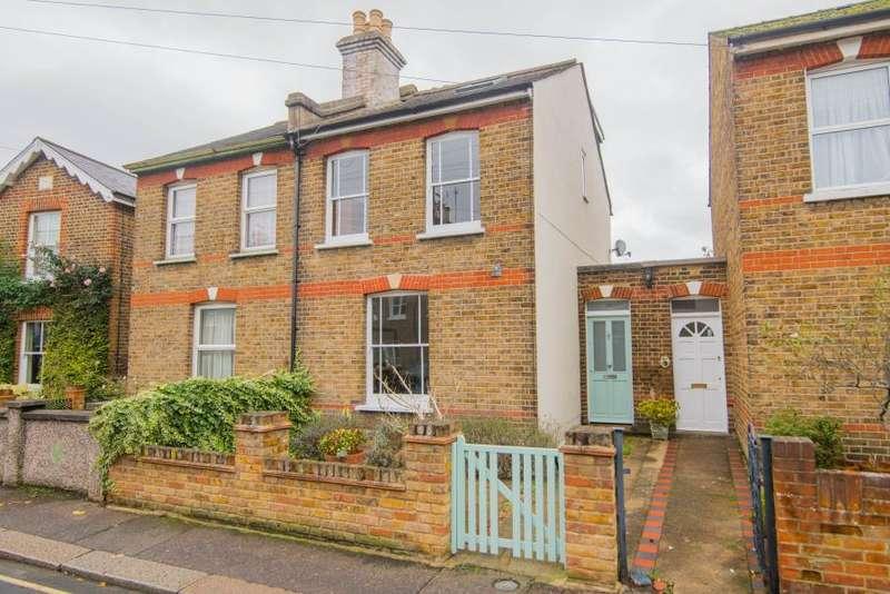 3 Bedrooms Semi Detached House for sale in Field Lane, Teddington, TW11