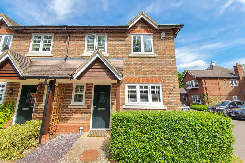 3 Bedrooms Semi Detached House for sale in Crown Wood , Forest Row