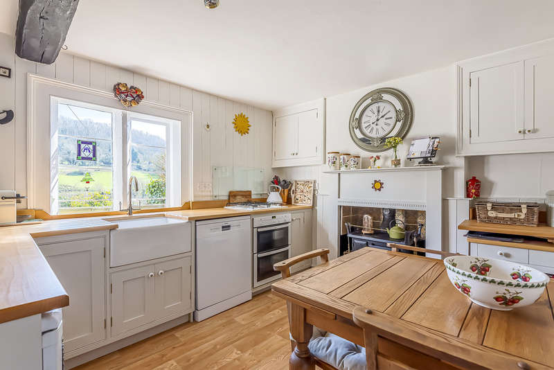 4 Bedrooms Cottage House for sale in Chalford, Stroud