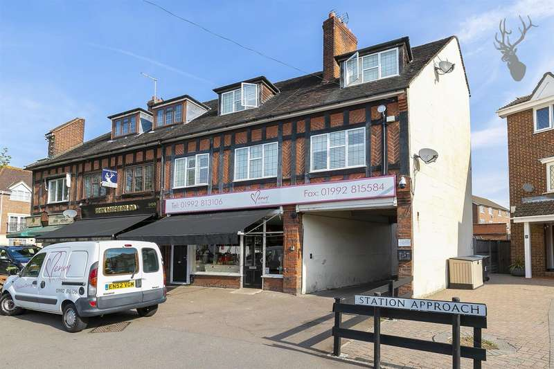 2 Bedrooms Flat for rent in Station Approach, Theydon Bois, Essex