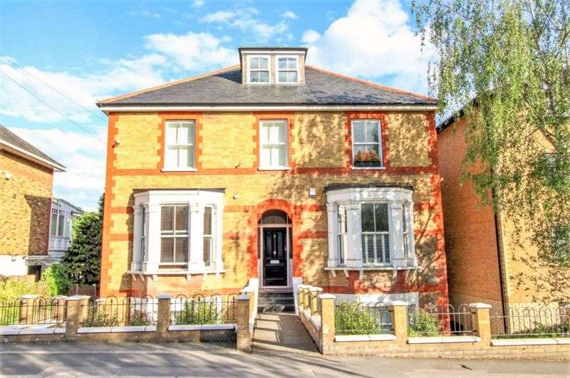 2 Bedrooms Property for sale in Queens Road, Brentwood
