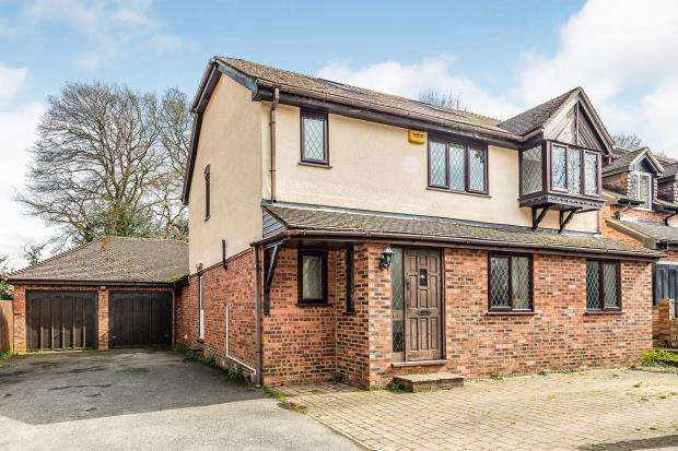 5 Bedrooms Detached House for sale in Tadley, Hampshire