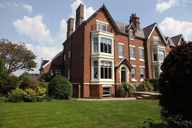 6 Bedrooms Semi Detached House for sale in Lowther Terrace, Lytham, Lancashire