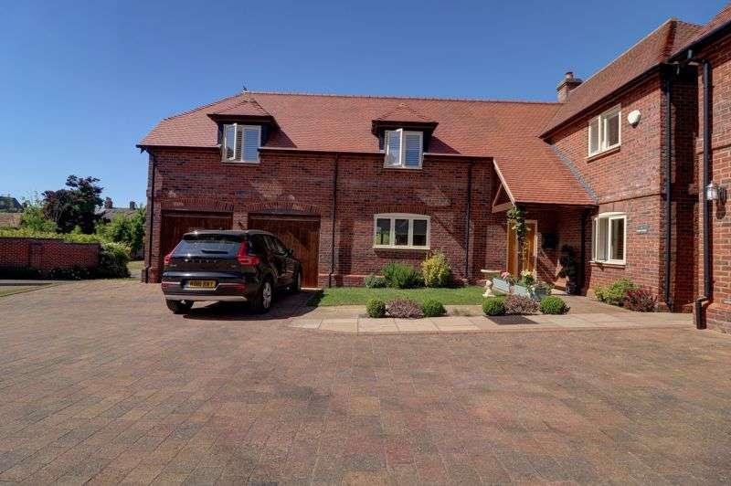 5 Bedrooms Property for sale in Farm Court, Milton Keynes