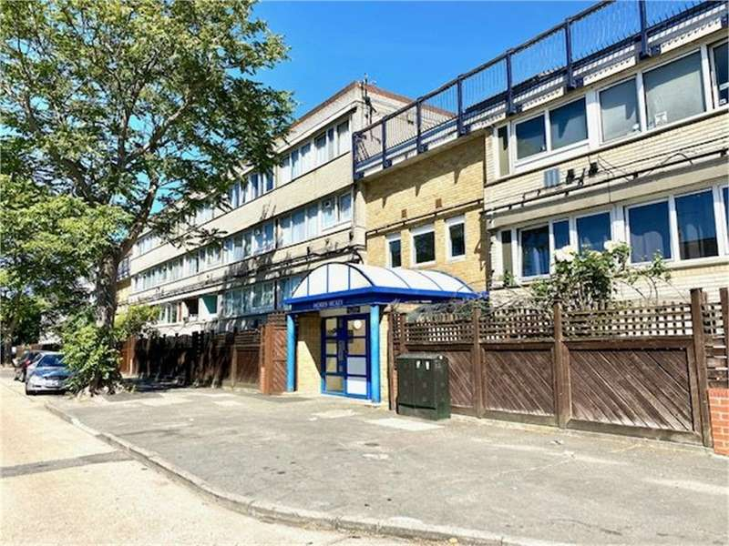 1 Bedroom Flat for sale in Ray Lodge Road, Woodford Green IG8