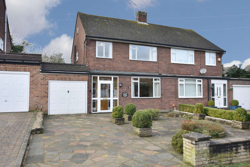 3 Bedrooms Semi Detached House for sale in Langley Lane, Abbots Langley