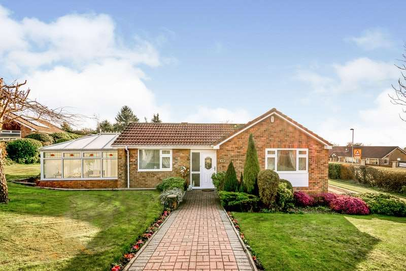 3 Bedrooms Bungalow for sale in Temple Gate, Leeds, West Yorkshire, LS15