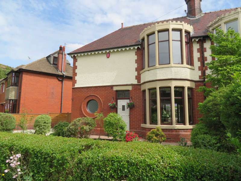 3 Bedrooms Semi Detached House for sale in Dingle Avenue, Shaw