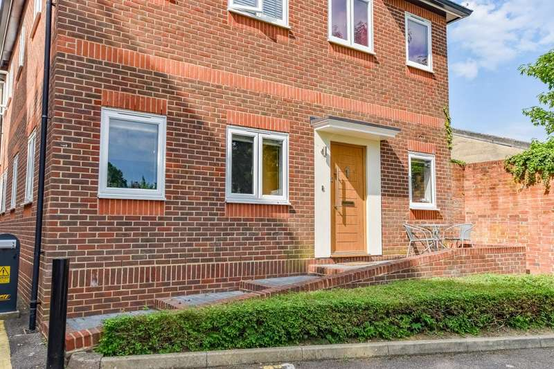 2 Bedrooms Apartment Flat for sale in High Street, Dunmow