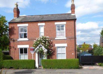 4 Bedrooms Detached House for sale in Bramcote Road, Beeston, Nottingham, Nottinghamshire