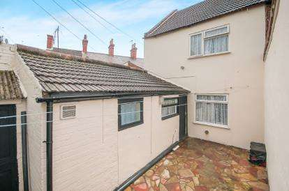 3 Bedrooms End Of Terrace House for sale in Church Road, Boston