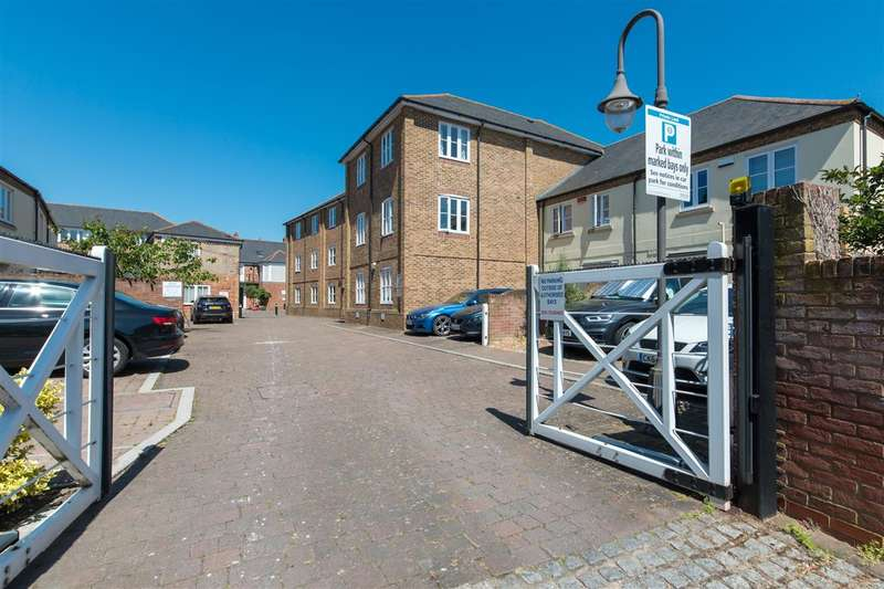 2 Bedrooms Apartment Flat for sale in Great Stour Place, Canterbury