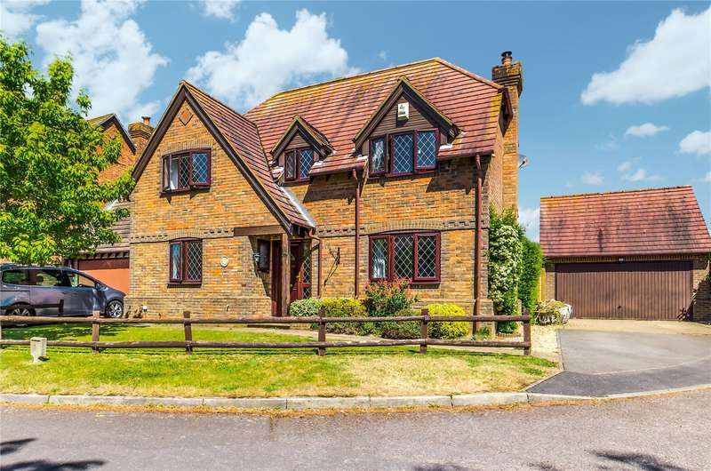 4 Bedrooms Detached House for sale in Romans Gate, Pamber Heath, Tadley, Hampshire, RG26