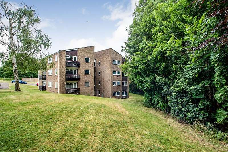 1 Bedroom Apartment Flat for sale in Fern Drive, Cornerhall, Hemel Hempstead, Hertfordshire, HP3