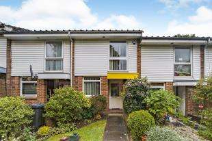 3 Bedrooms Terraced House for sale in Tidenham Gardens, Croydon, Surrey, .