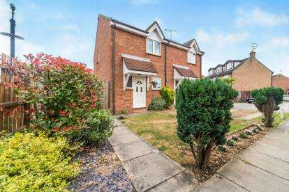 2 Bedrooms Semi Detached House for sale in The Pastures, Stevenage, Hertfordshire