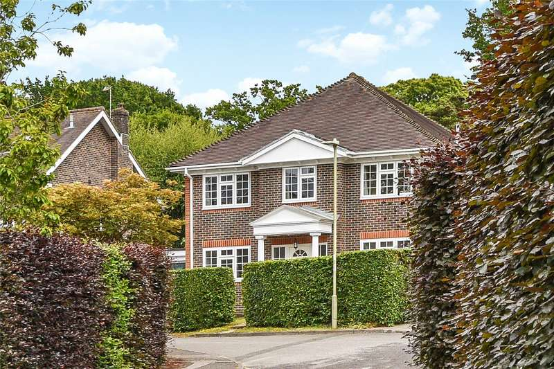 4 Bedrooms Detached House for sale in Montague Gardens, Petersfield, Hampshire, GU31