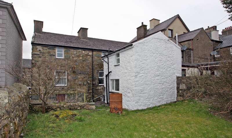 4 Bedrooms End Of Terrace House for sale in Water Street, Penygroes, Caernarfon, LL54