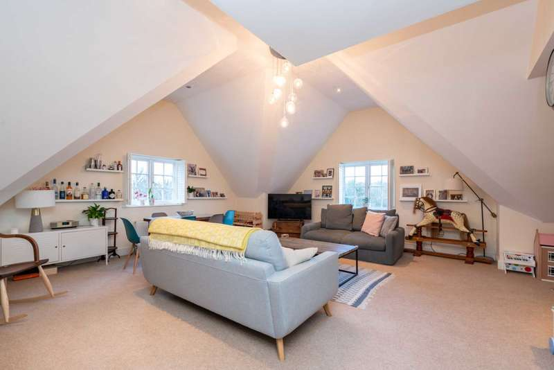 2 Bedrooms Apartment Flat for sale in Roughdown Road, Boxmoor
