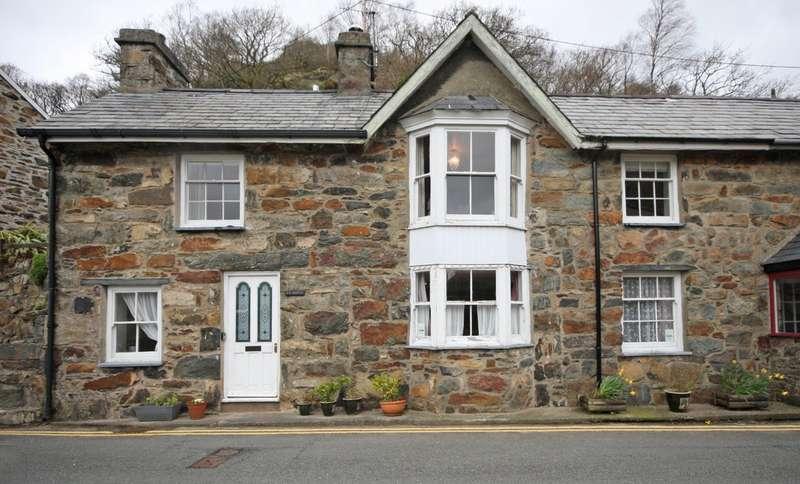 3 Bedrooms Terraced House for sale in Smith Street, Beddgelert, Caernarfon, Gwynedd, LL55