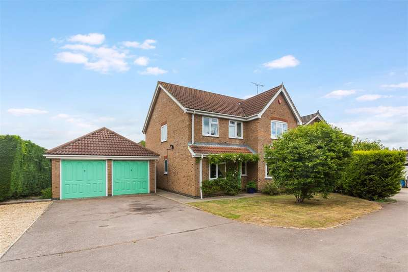 4 Bedrooms Detached House for sale in Baylis Crescent, Burgess Hill
