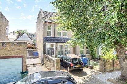 2 Bedrooms End Of Terrace House for sale in Ravenscroft Road, Beckenham