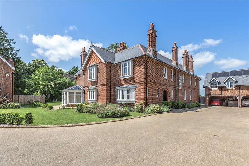 2 Bedrooms Flat for sale in Voysey Court, Park Road, Winchester, Hampshire, SO23