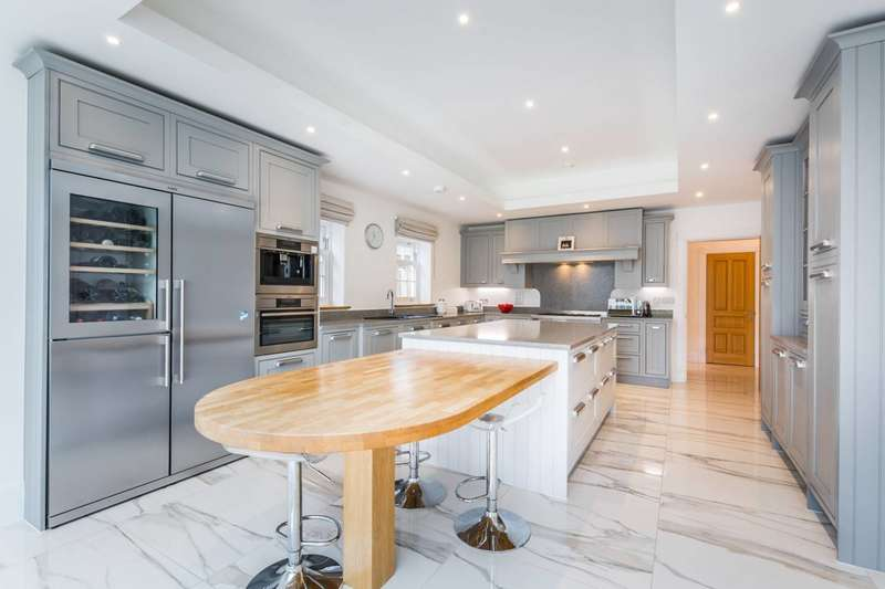 5 Bedrooms Detached House for sale in Marian Gardens, Bromley, BR1