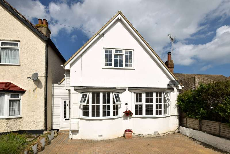 3 Bedrooms Detached House for sale in Pier Avenue, Herne Bay