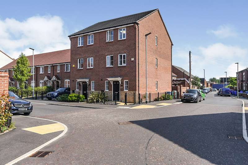 3 Bedrooms Semi Detached House for sale in Astoria Avenue, Manchester, Greater Manchester, M40