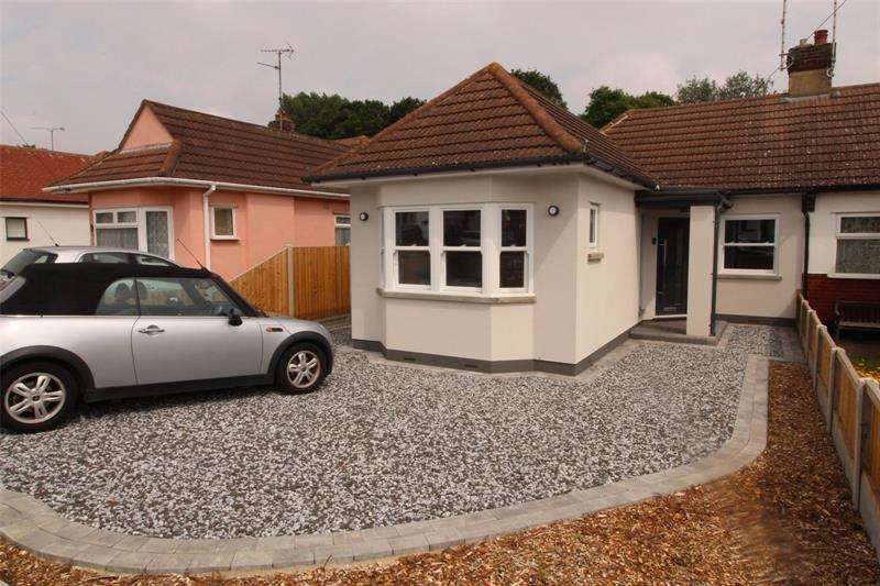 3 Bedrooms Bungalow for sale in Vardon Drive, Leigh-on-Sea, Essex, SS9