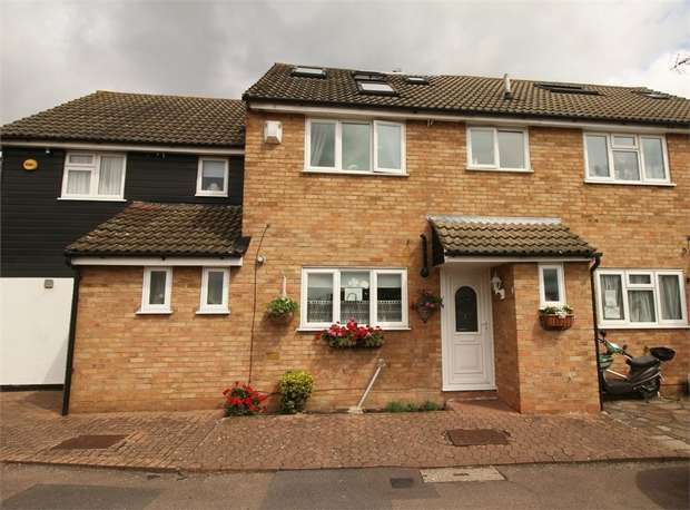 4 Bedrooms Terraced House for sale in Woollard Street, Waltham Abbey, Essex