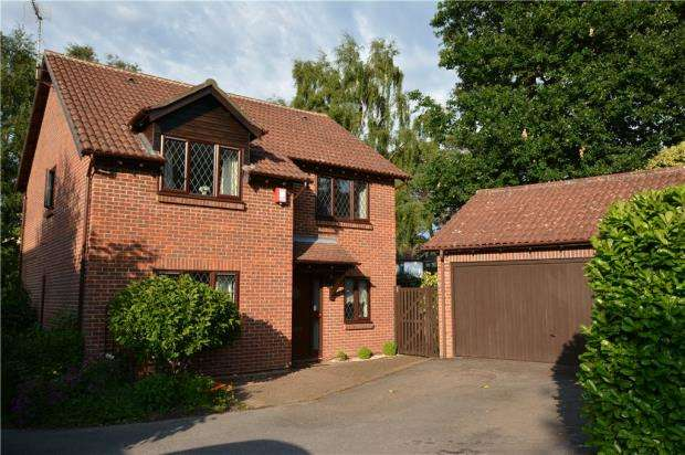 4 Bedrooms Detached House for sale in Chivers Drive, Finchampstead, Wokingham