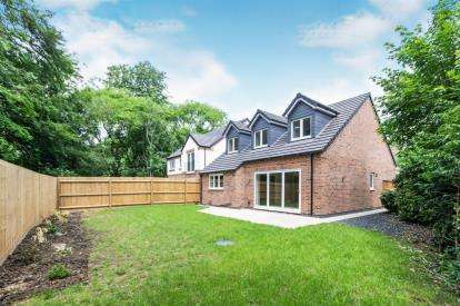 3 Bedrooms Bungalow for sale in Uppingham Road, Leicester, Leicestershire, England