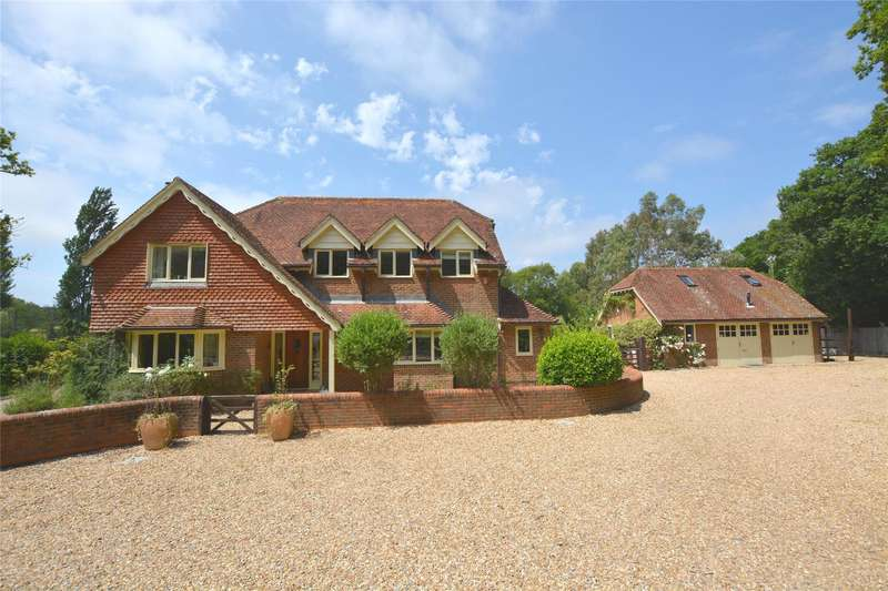 4 Bedrooms Detached House for sale in Wainsford Road, Pennington, Lymington, Hampshire, SO41
