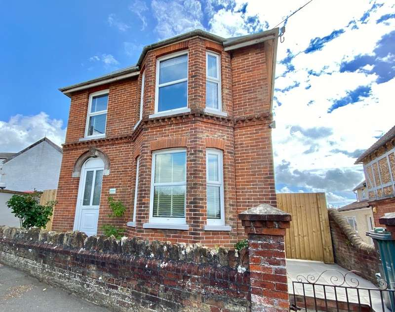 3 Bedrooms Detached House for sale in Nettlestone Hill, Seaview