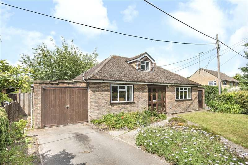 3 Bedrooms Detached Bungalow for sale in Moulsham Copse Lane, Yateley, Hampshire, GU46