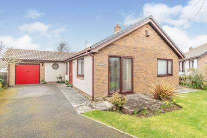 3 Bedrooms Bungalow for sale in Cae Lleiniau, Dwyran, Anglesey, North Wales, LL61