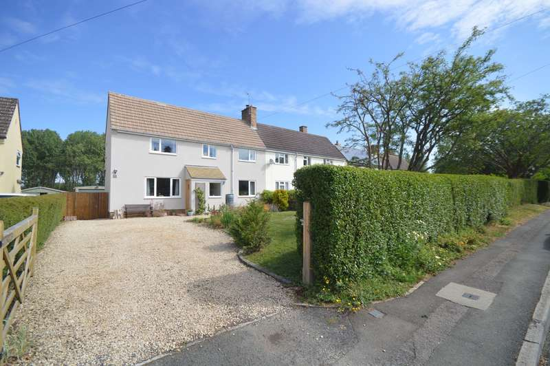 4 Bedrooms Semi Detached House for sale in Kingsway, Preston, Cirencester
