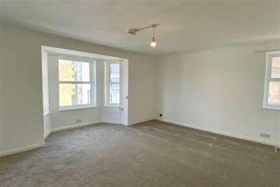 3 Bedrooms Flat for rent in Trinity Place, Eastbourne