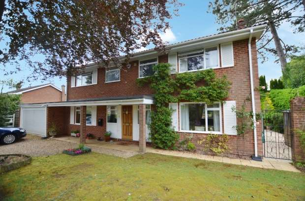 Detached House for sale in Rewlands Drive, Winchester, Hampshire, SO22 6PA