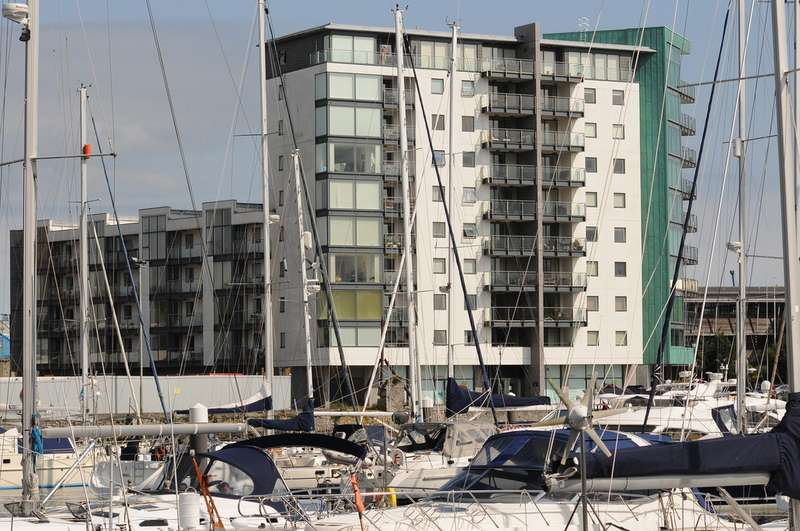 2 Bedrooms Property for rent in East Quay House West, Sutton Harbour, Plymouth PL4
