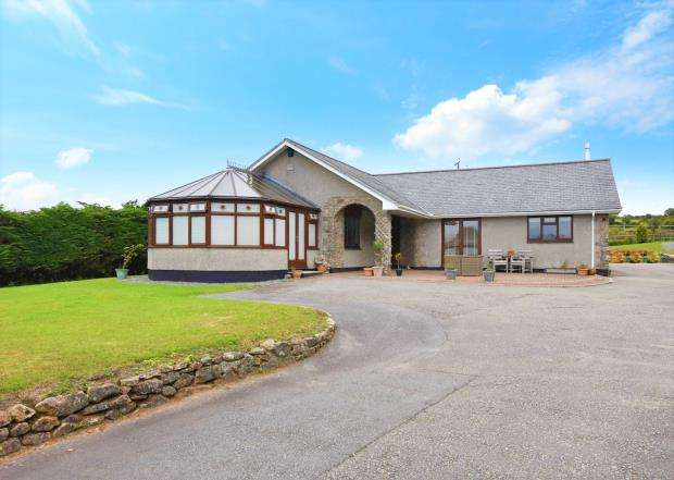 4 Bedrooms Detached Bungalow for sale in Common Moor, Liskeard, Cornwall