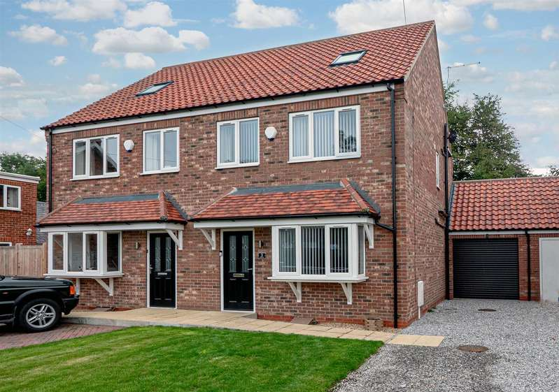 4 Bedrooms Semi Detached House for sale in Main Street, Sigglesthorne, Hull