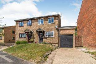 3 Bedrooms Semi Detached House for sale in Resolution Close, Chatham, Kent