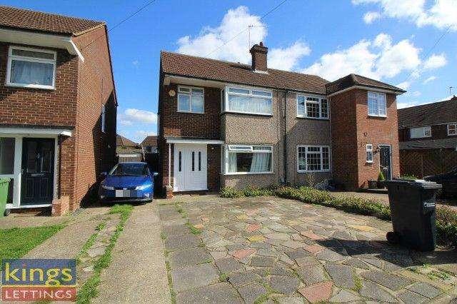 4 Bedrooms Semi Detached House for rent in Roundmoor Drive, Cheshunt, EN8