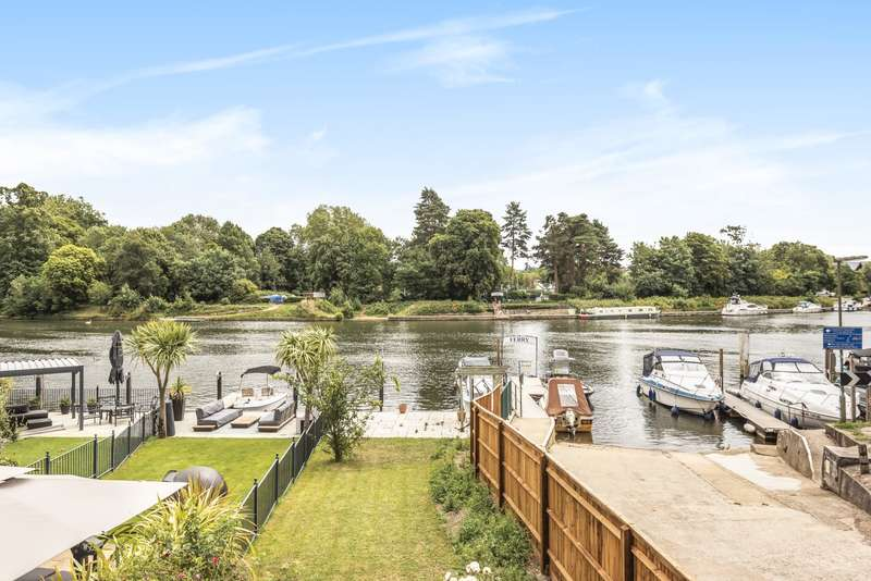 4 Bedrooms House for sale in Royal Walk, Ferry Lane, Shepperton, TW17